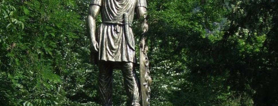 Statuia pedestră a regelui Decebal